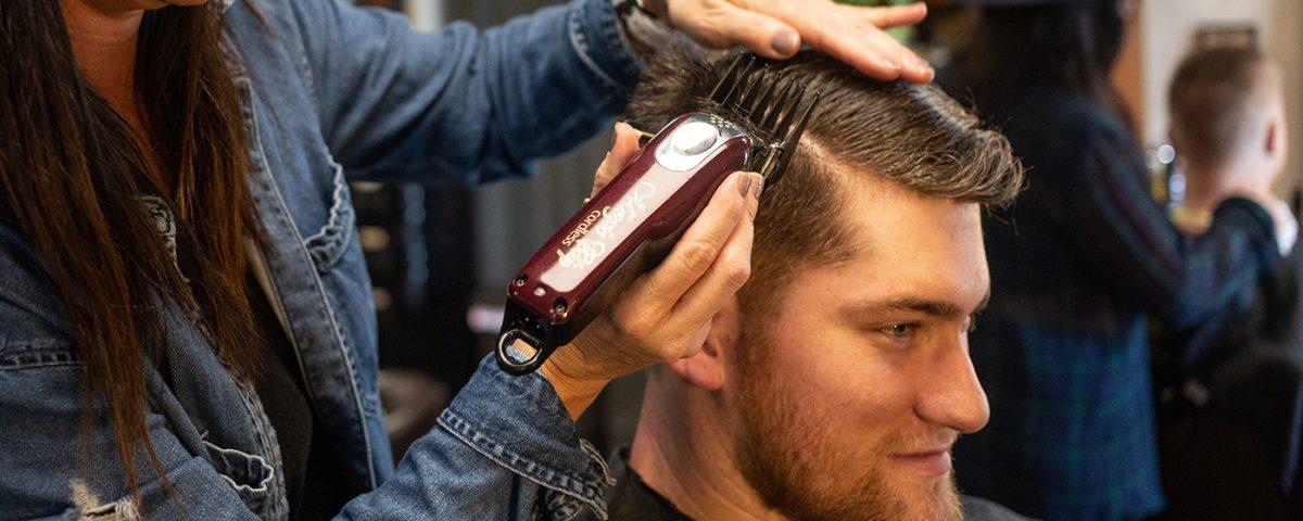 Qual melhor corte de cabelo e barba para rosto quadrado